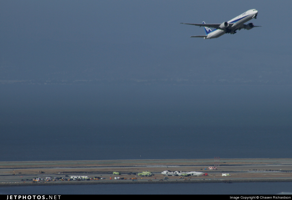 HL7742 - Boeing 777-28E(ER) - Asiana Airlines