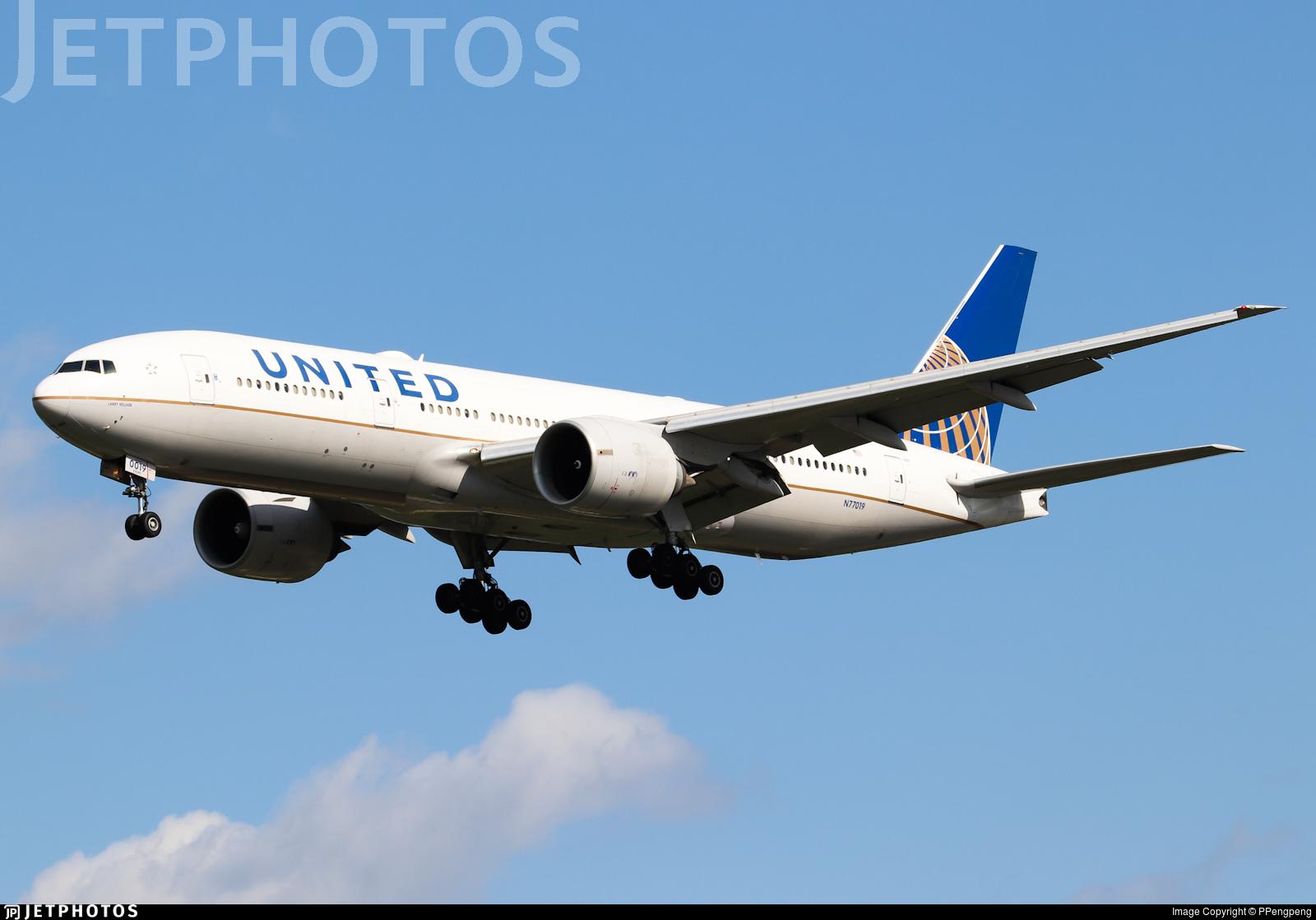 N77019 - Boeing 777-224(ER) - United Airlines