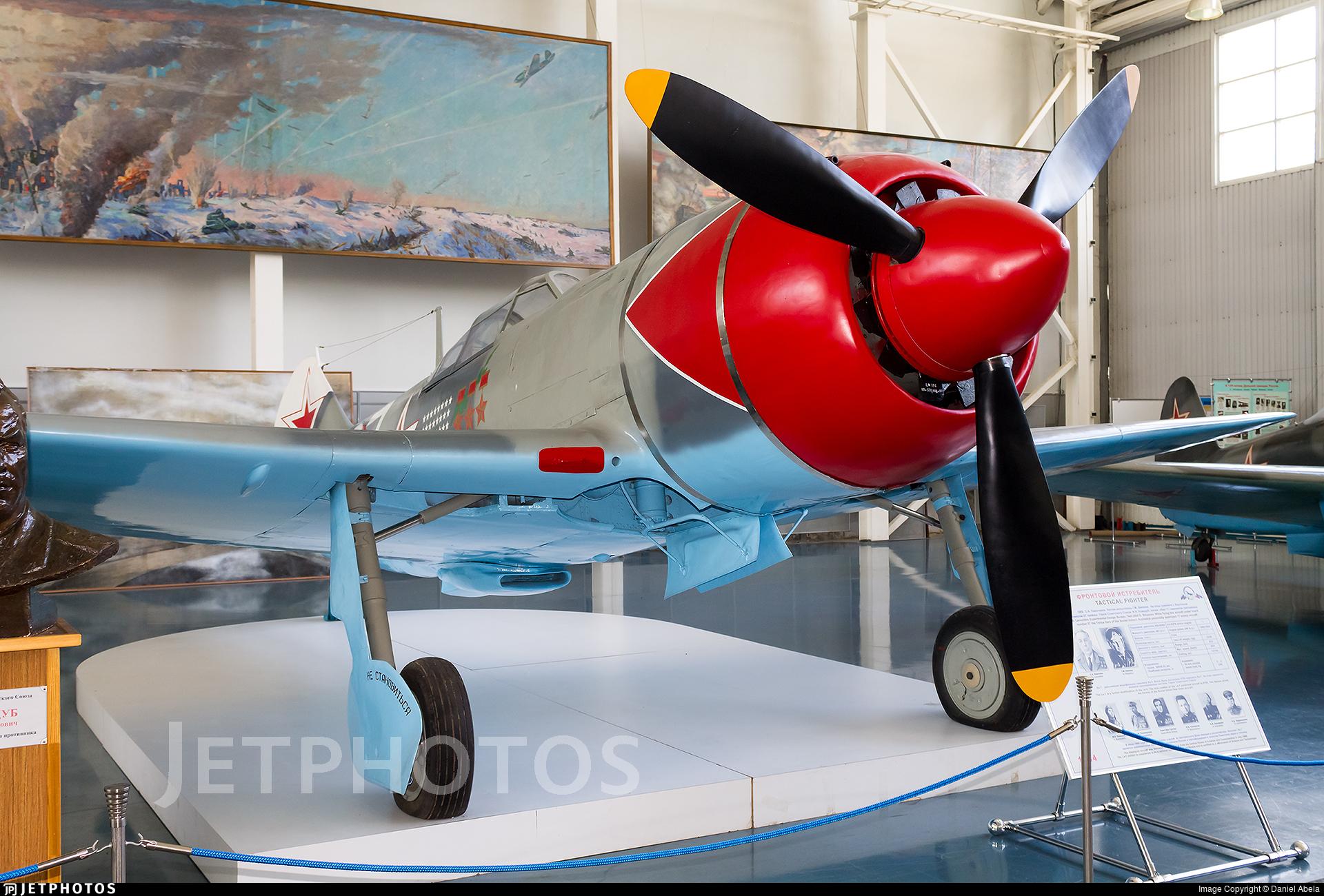27 - Lavochkin La-7 - Soviet Union - Air Force