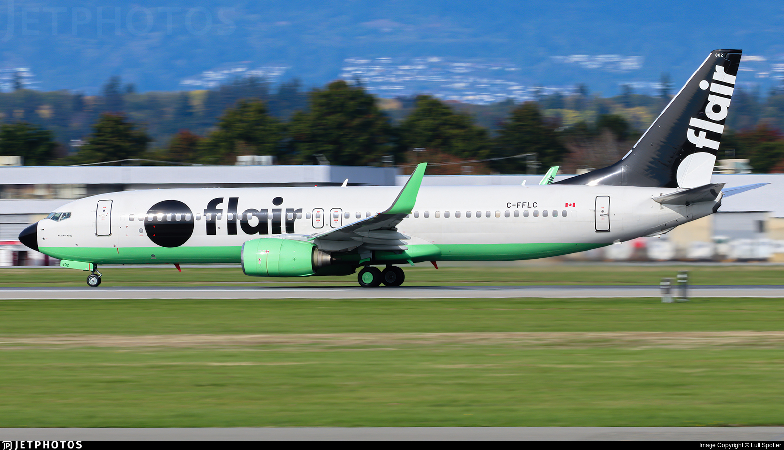 C-FFLC - Boeing 737-86J - Flair Airlines