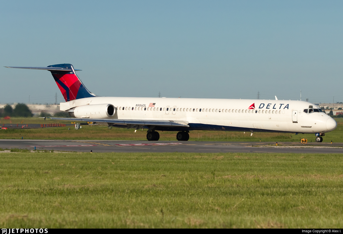 N986DL - McDonnell Douglas MD-88 - Delta Air Lines