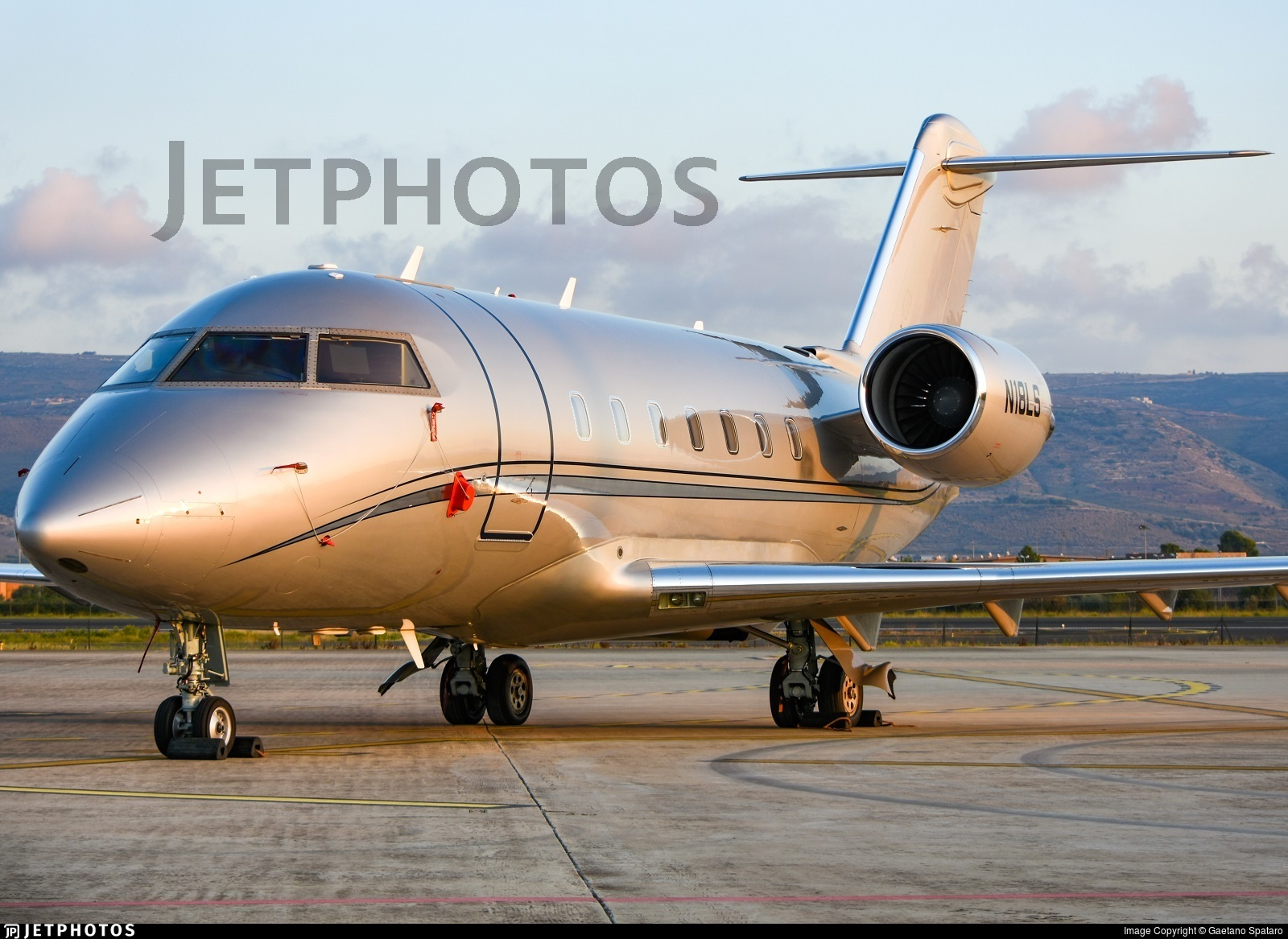 N18LS - Bombardier CL-600-2B16 Challenger 604 - Private