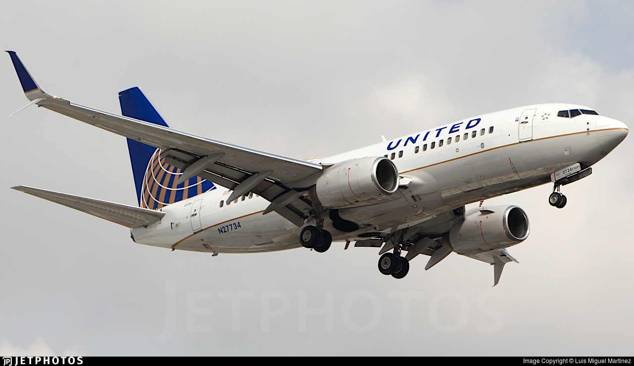 N27734 - Boeing 737-724 - United Airlines