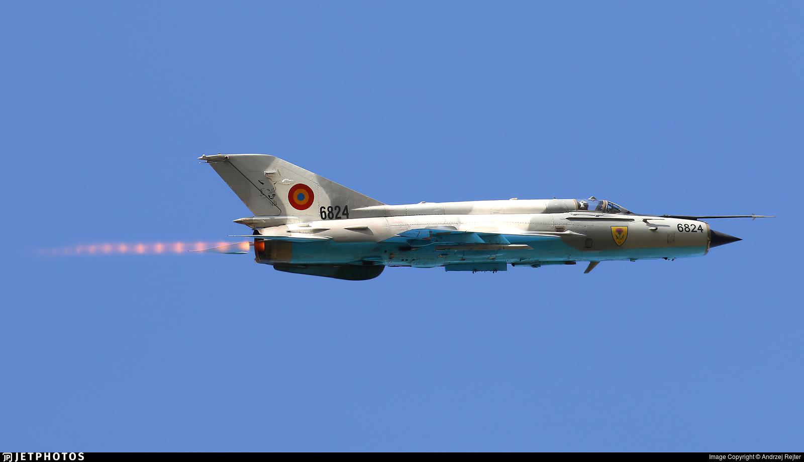 6824 - Mikoyan-Gurevich MiG-21MF Lancer C - Romania - Air Force