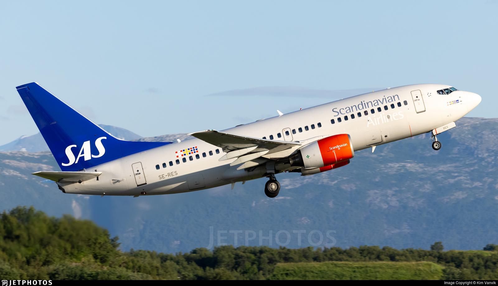 SE-RES - Boeing 737-7BX - Scandinavian Airlines (SAS)