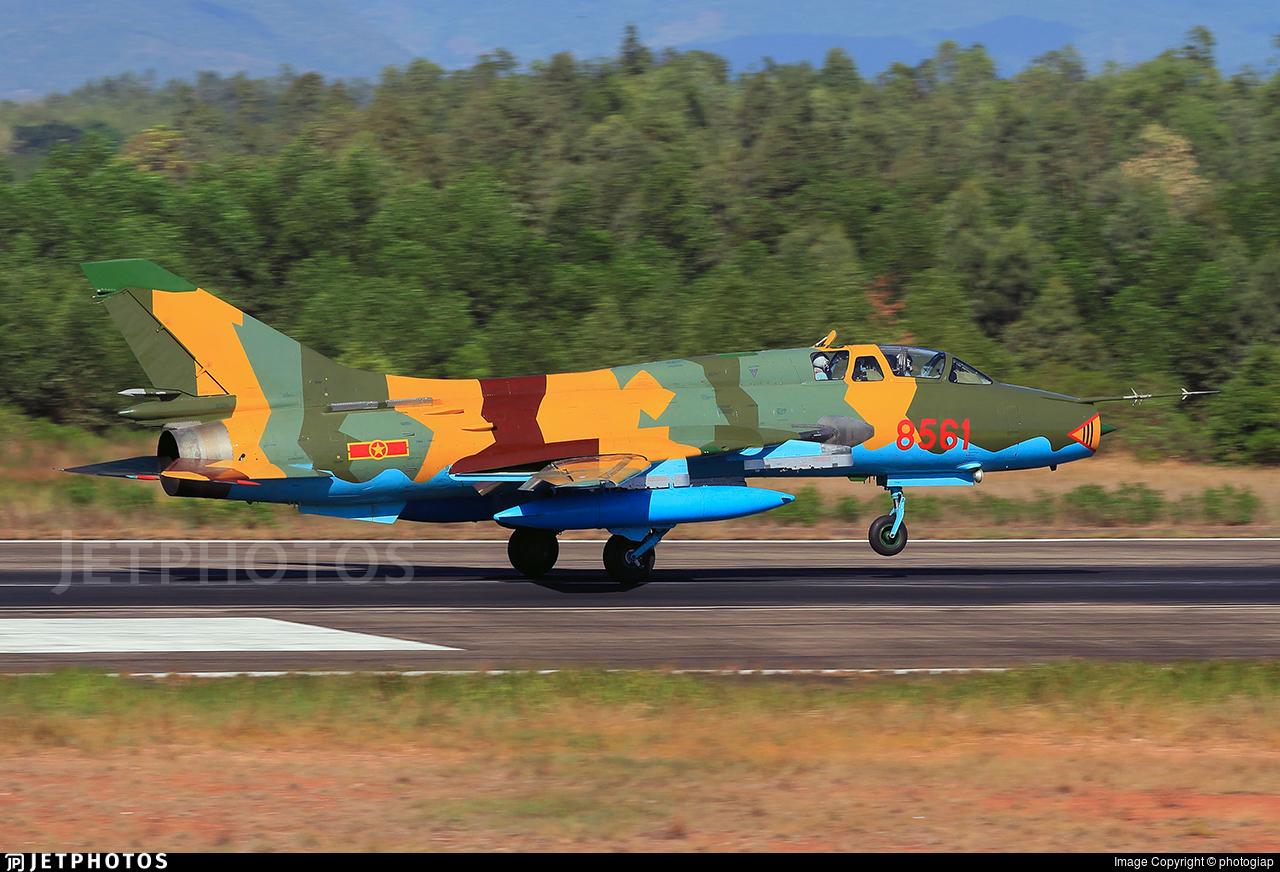 8561 - Sukhoi Su-22UM3K Fitter G - Vietnam - Air Force
