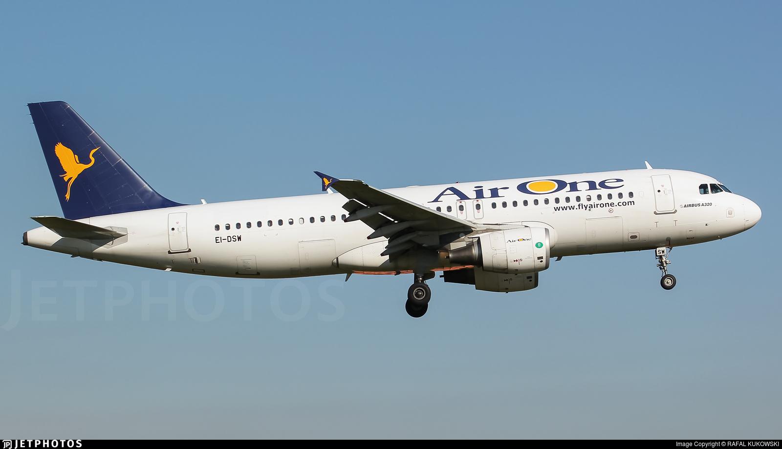 EI-DSW - Airbus A320-216 - Air One