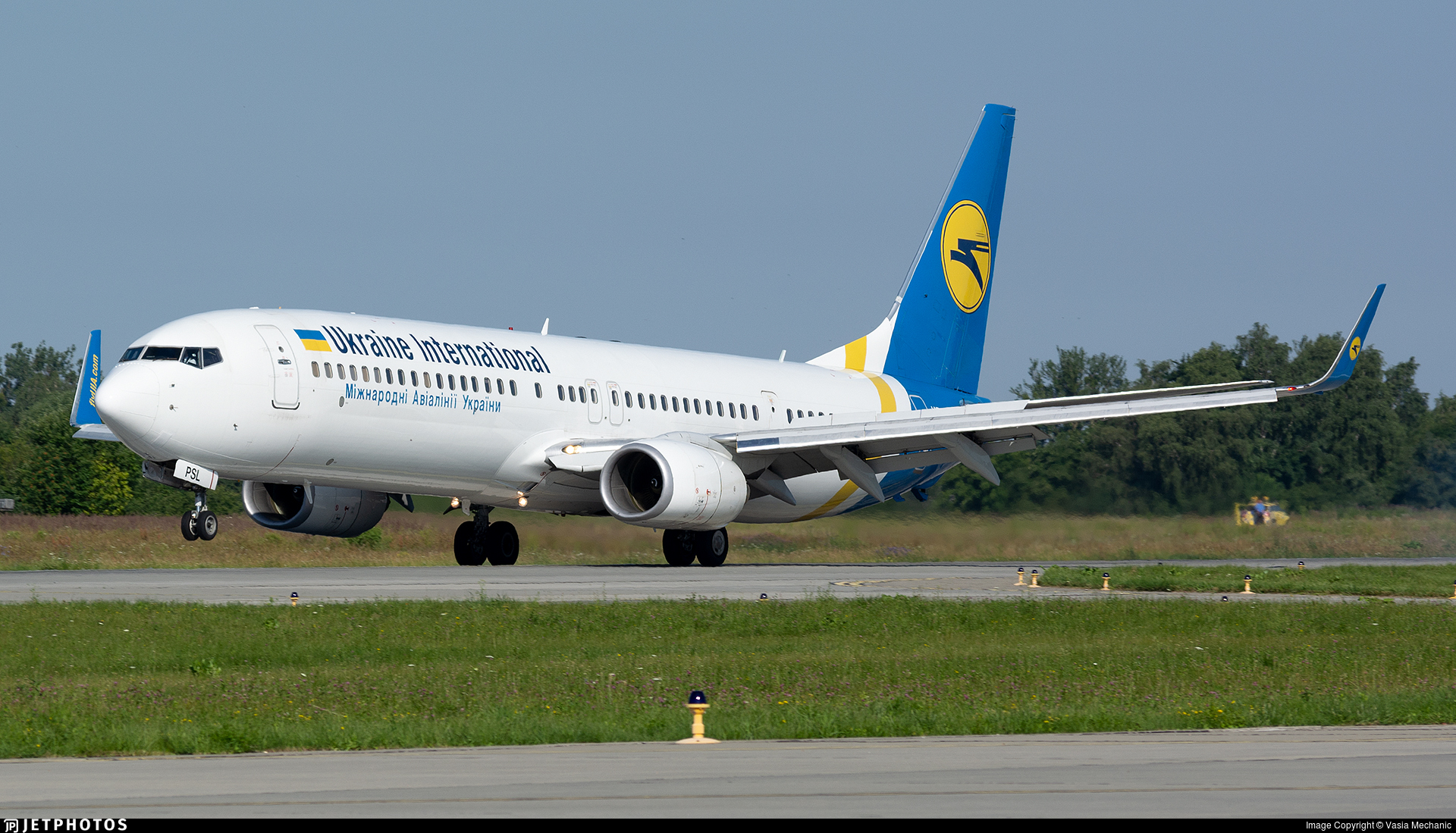 UR-PSL - Boeing 737-94XER - Ukraine International Airlines