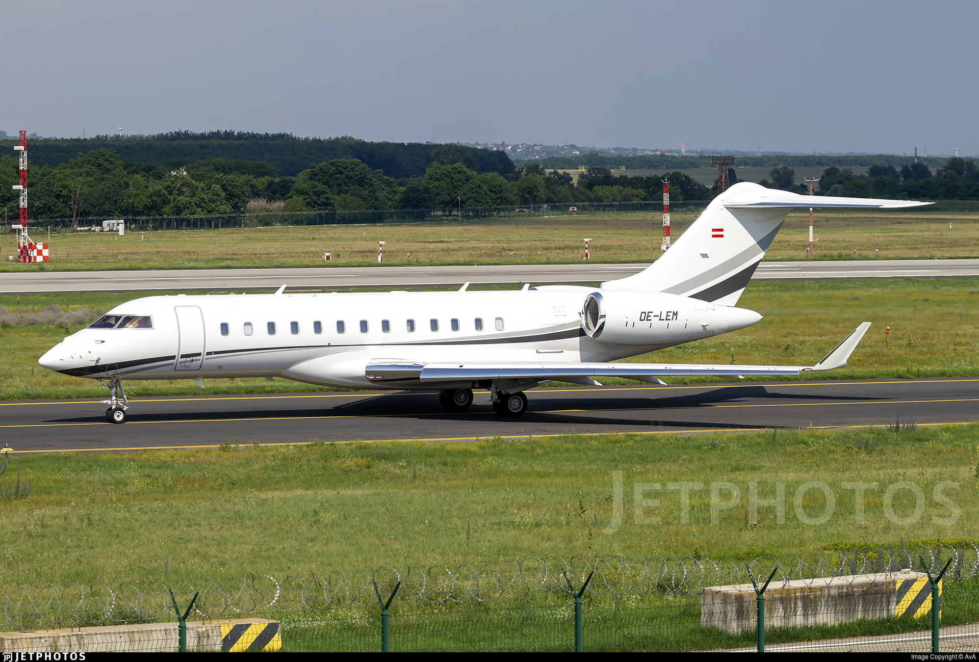 OE-LEM - Bombardier BD-700-1A10 Global 6000 - Private