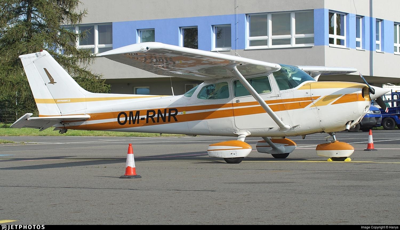 OM-RNR - Cessna 172N Skyhawk - Private