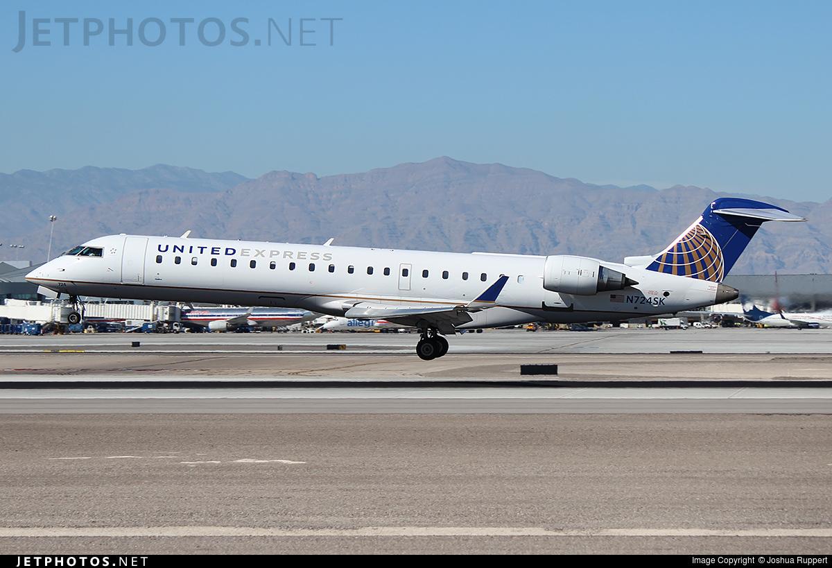 N724SK - Bombardier CRJ-701ER - United Express (SkyWest Airlines)
