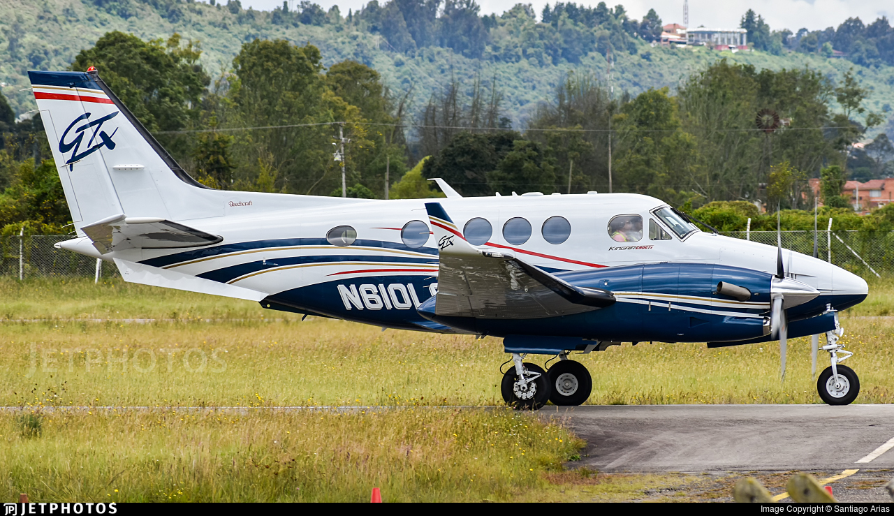 N610LS - Beechcraft C90GTx King Air - Private