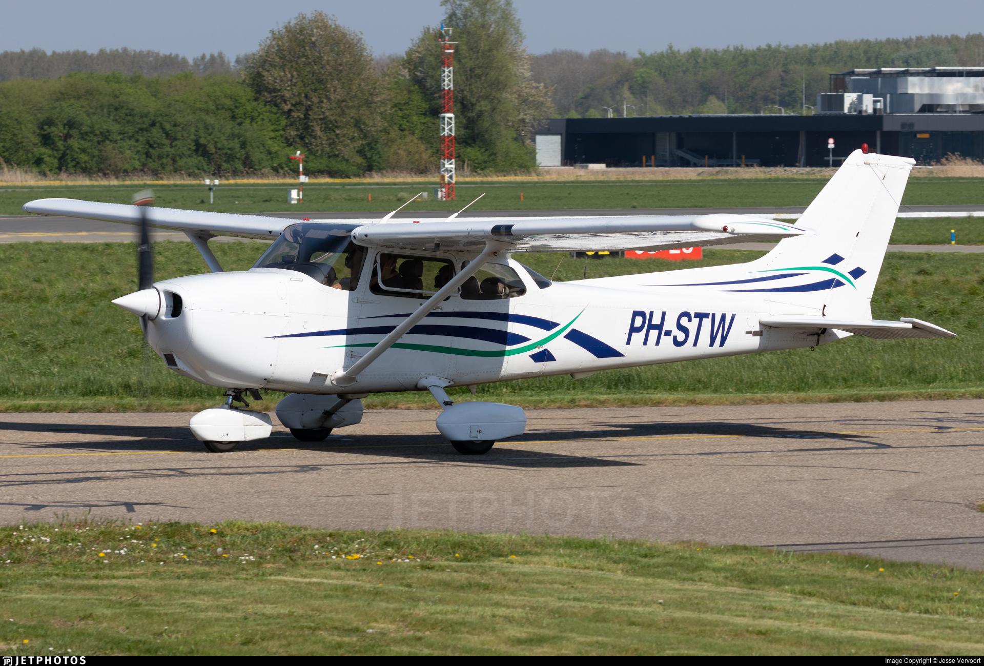 PH-STW - Cessna 172R Skyhawk II - Private
