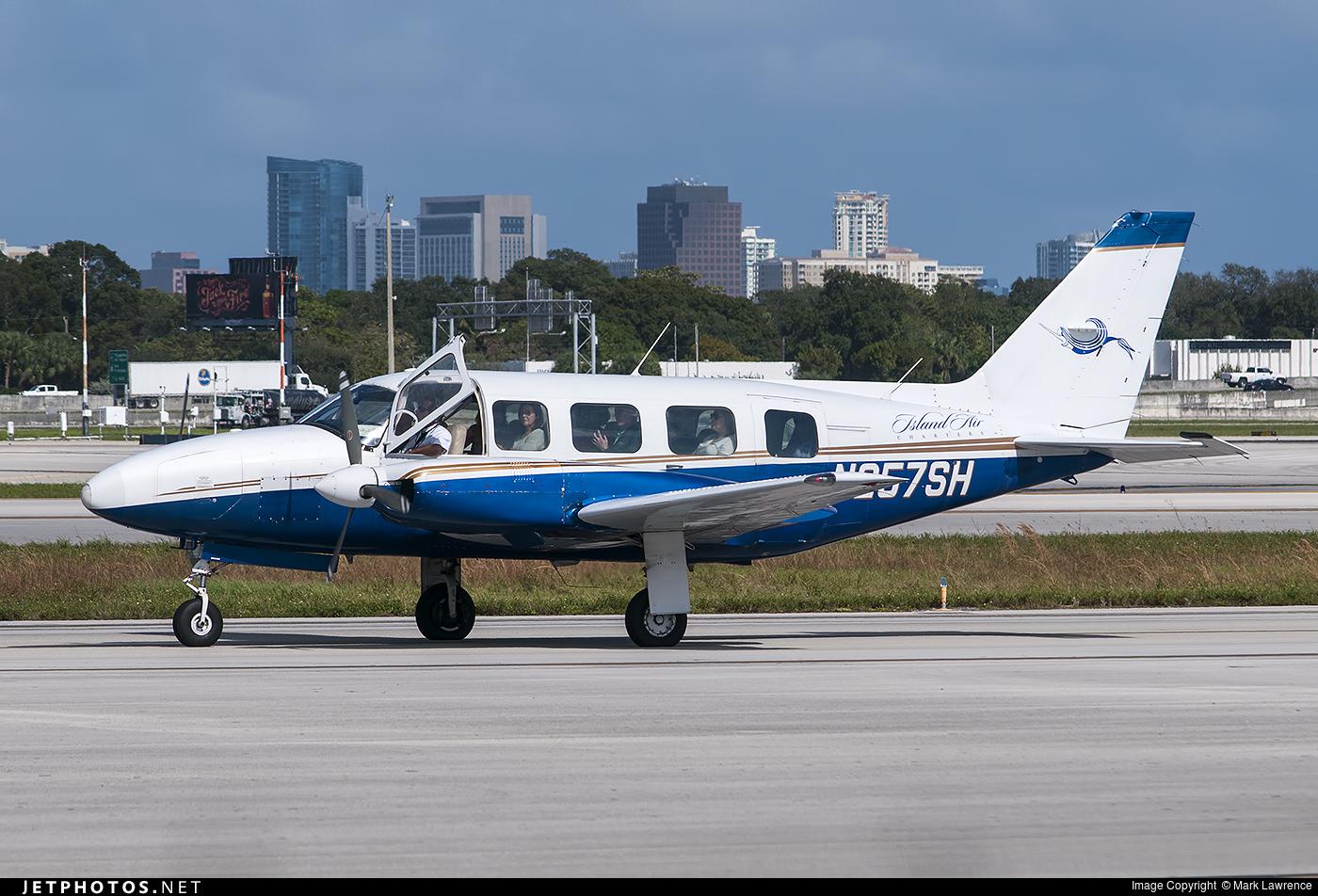 N257SH - Piper PA-31-350 Chieftain - Island Air