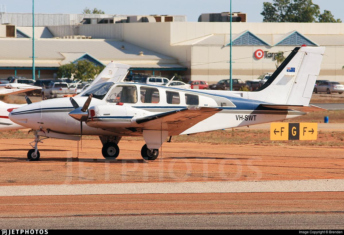 VH-SWT - Beechcraft 58 Baron - Private