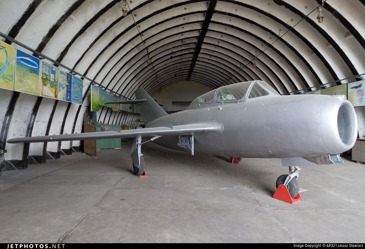 135 - Mikoyan-Gurevich MiG-15UTI Midget - German Democratic Republic - Air Force
