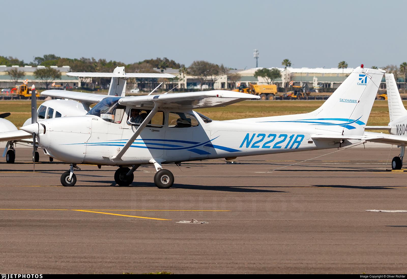 N2221R - Cessna 172R Skyhawk - International Aero Academy