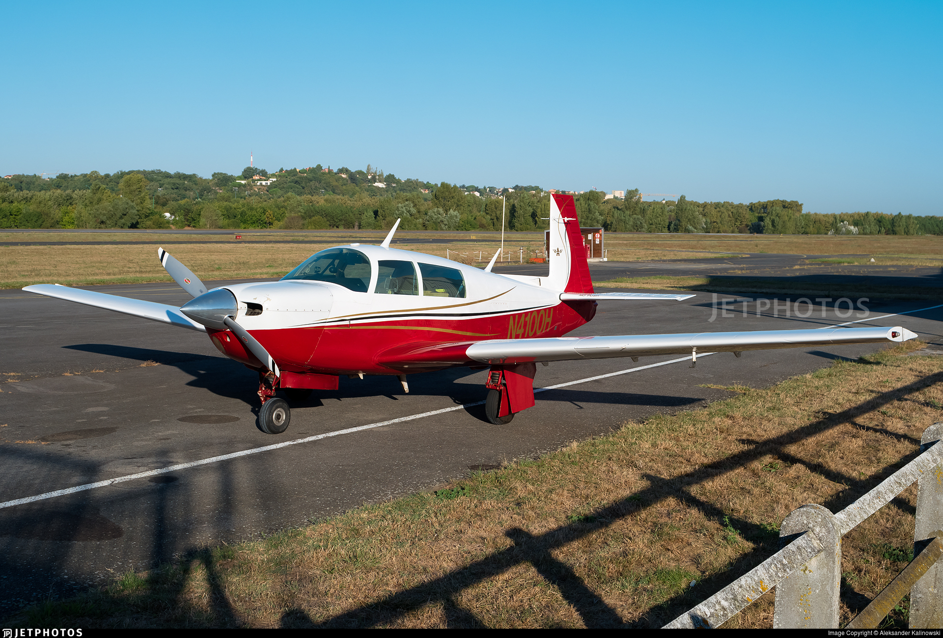 N4100H - Mooney M20J - Private
