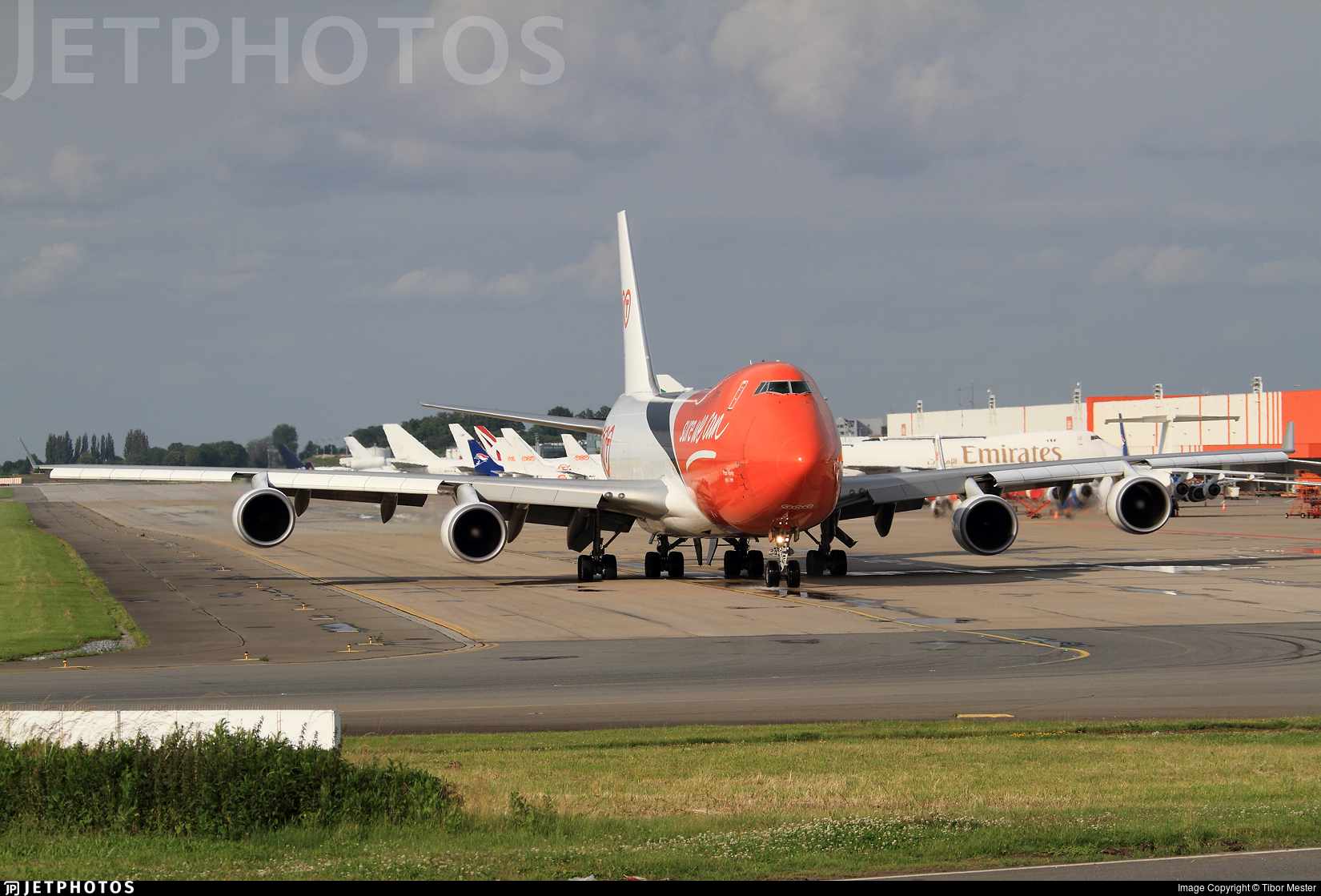 OO-THA - Boeing 747-4HAERF - TNT Airways