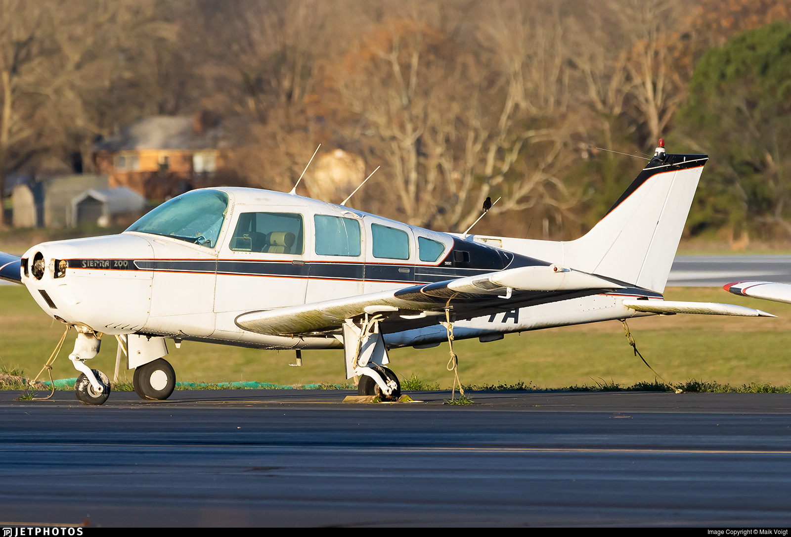 N1877A - Beechcraft C24R Sierra 200 - Private