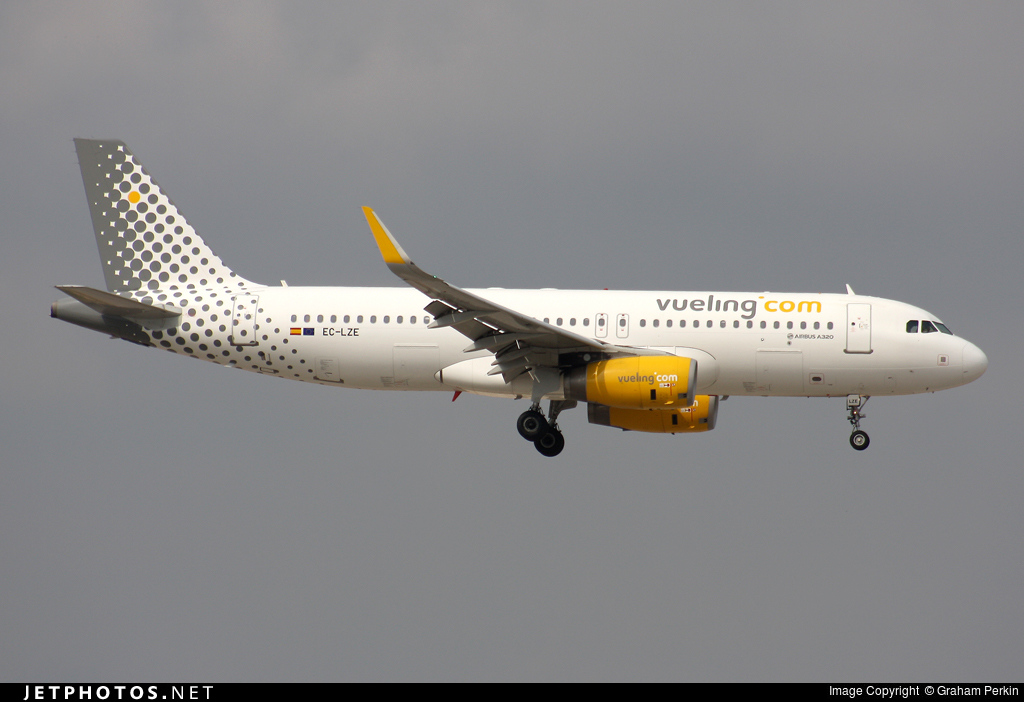 EC-LZE - Airbus A320-232 - Vueling Airlines