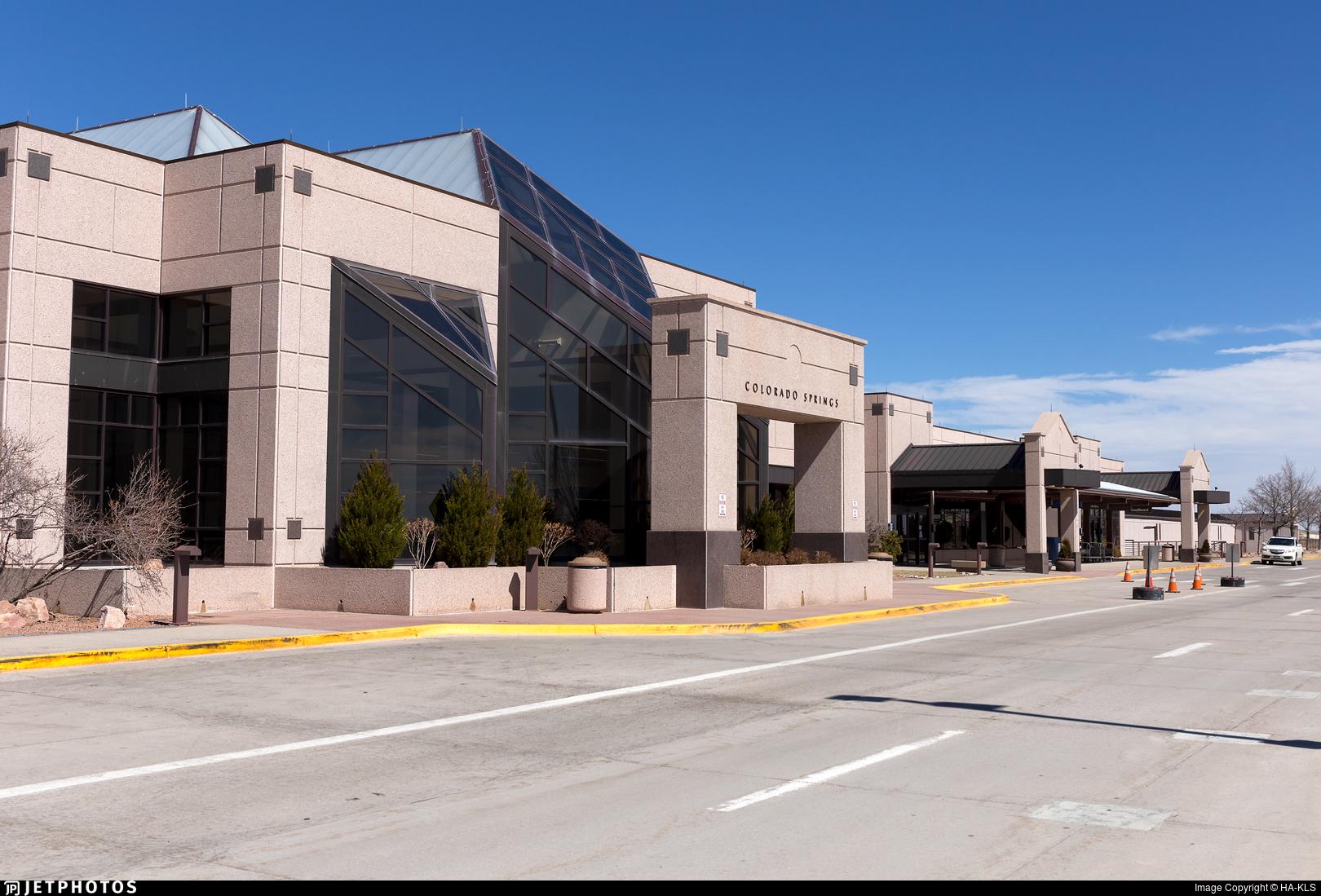 KCOS - Airport - Terminal