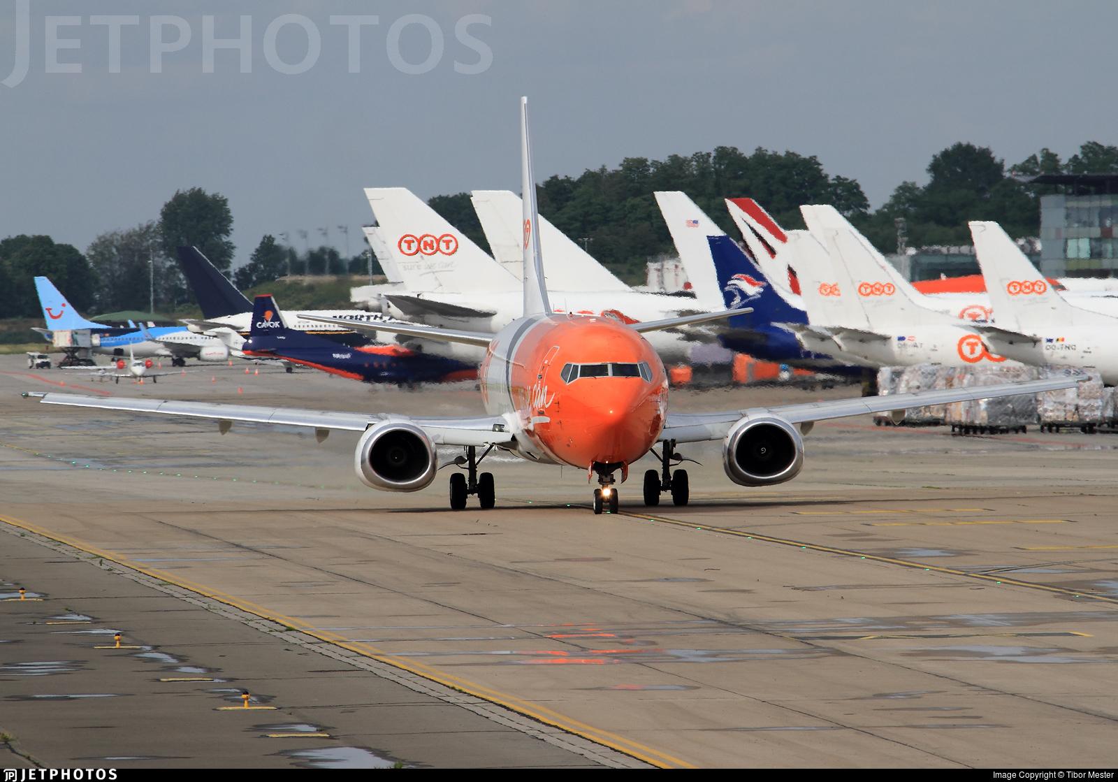 OE-IAQ - Boeing 737-4M0(SF) - TNT Airways