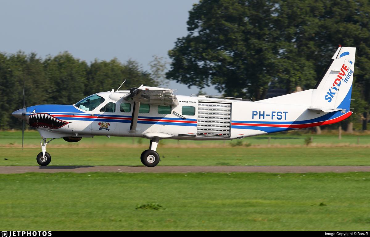 PH-FST - Cessna 208B Grand Caravan - Skydive Teuge