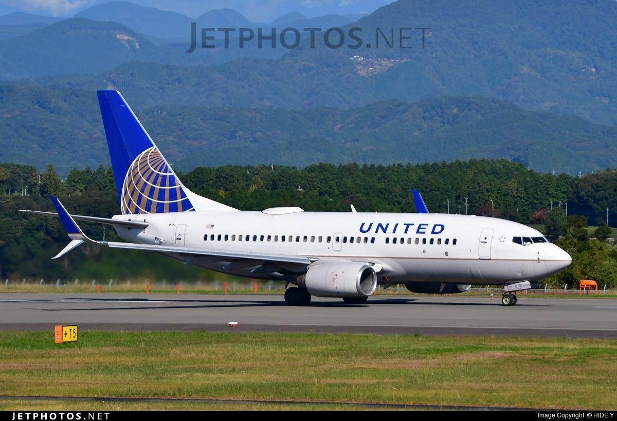 N38727 - Boeing 737-724 - United Airlines
