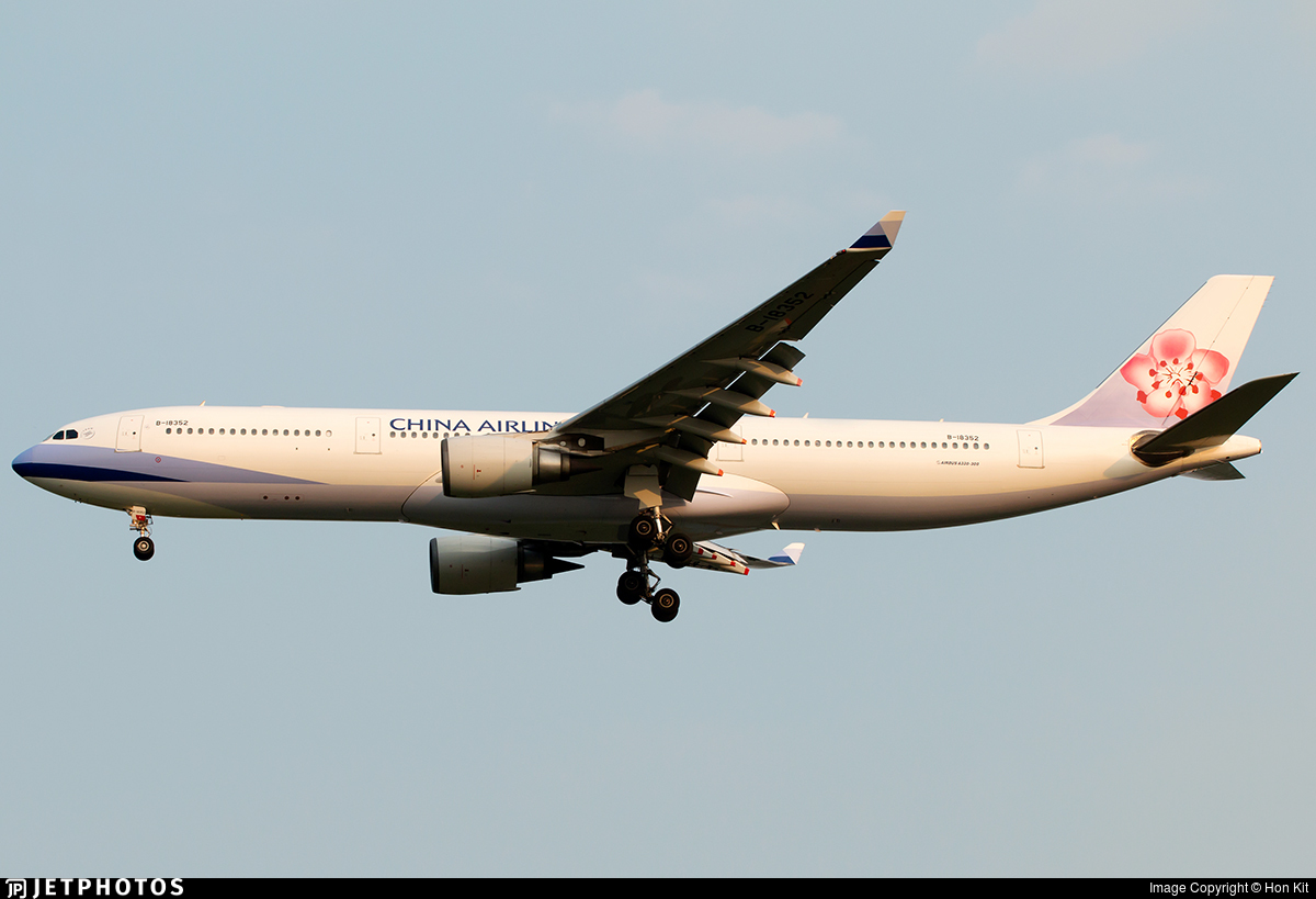 B-18352 - Airbus A330-302 - China Airlines