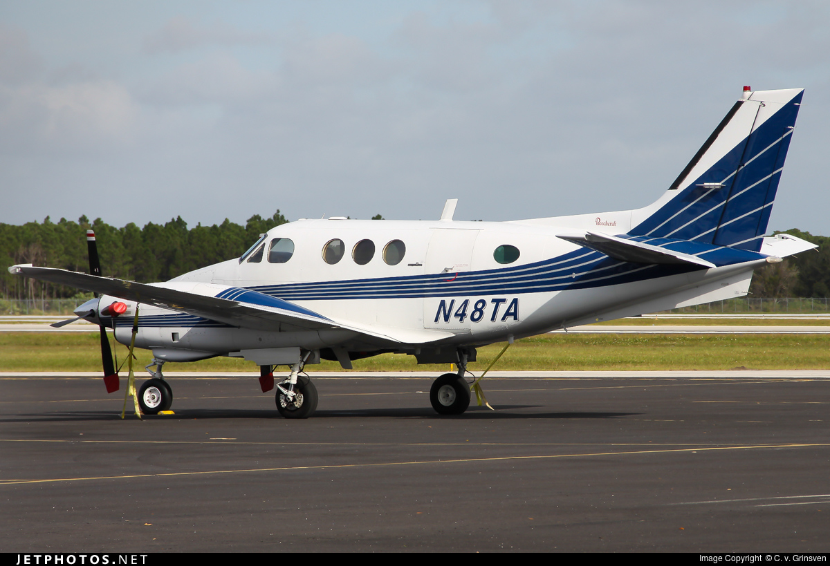 Photos from vero beach municipal airport kvrb on jetphotos n48ta beechcraft e90 king air private pooptronica
