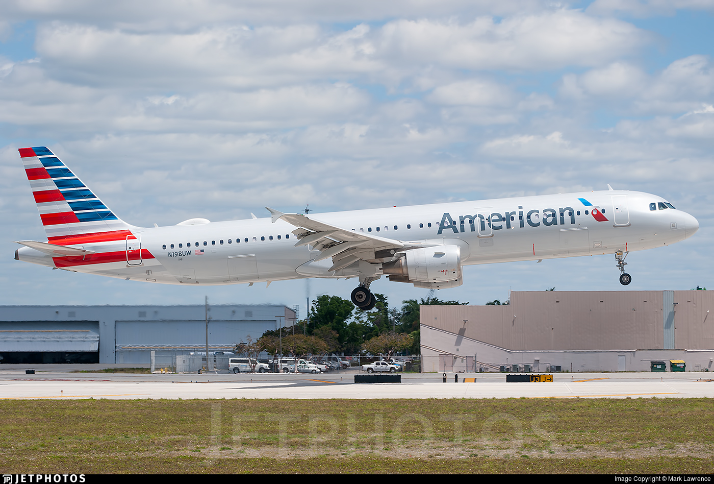 N198UW | Airbus A321-211 | American Airlines | Mark Lawrence | JetPhotos