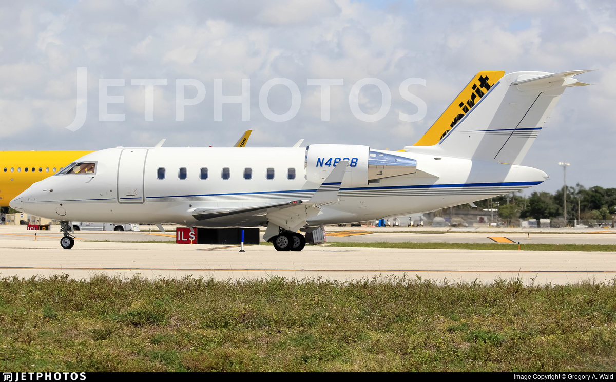 N4868 - Bombardier CL-600-2B16 Challenger 605 - Private