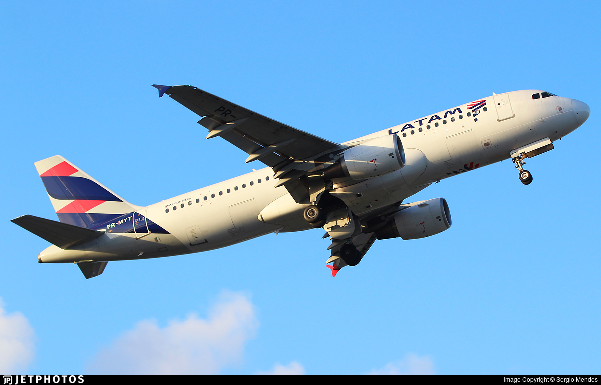 PR-MYT - Airbus A320-214 - LATAM Airlines
