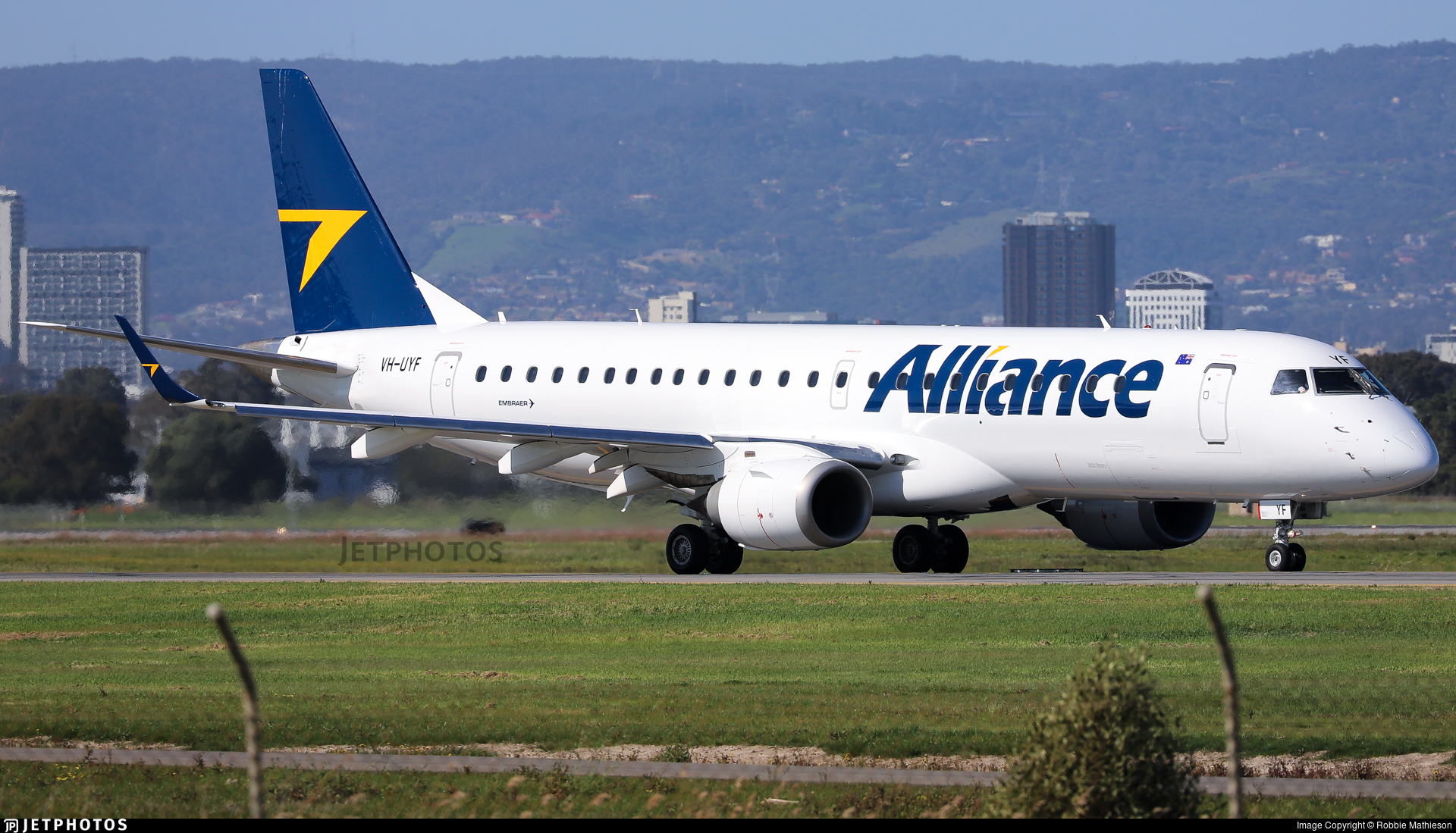 VH-UYF - Embraer 190-100IGW - Alliance Airlines