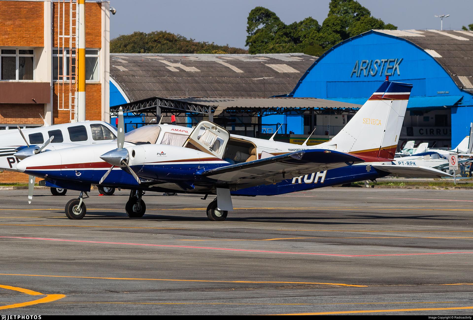 PT-RUH - Embraer EMB-810D Seneca III - Amapil Táxi Aéreo