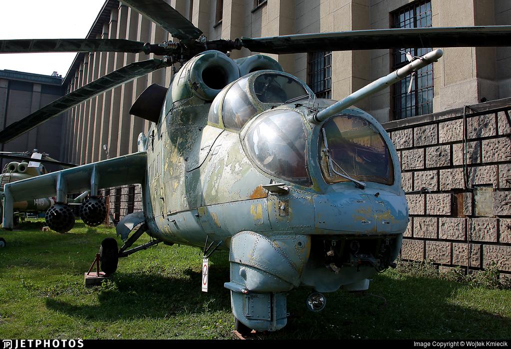 013 - Mil Mi-24D Hind D - Poland - Army