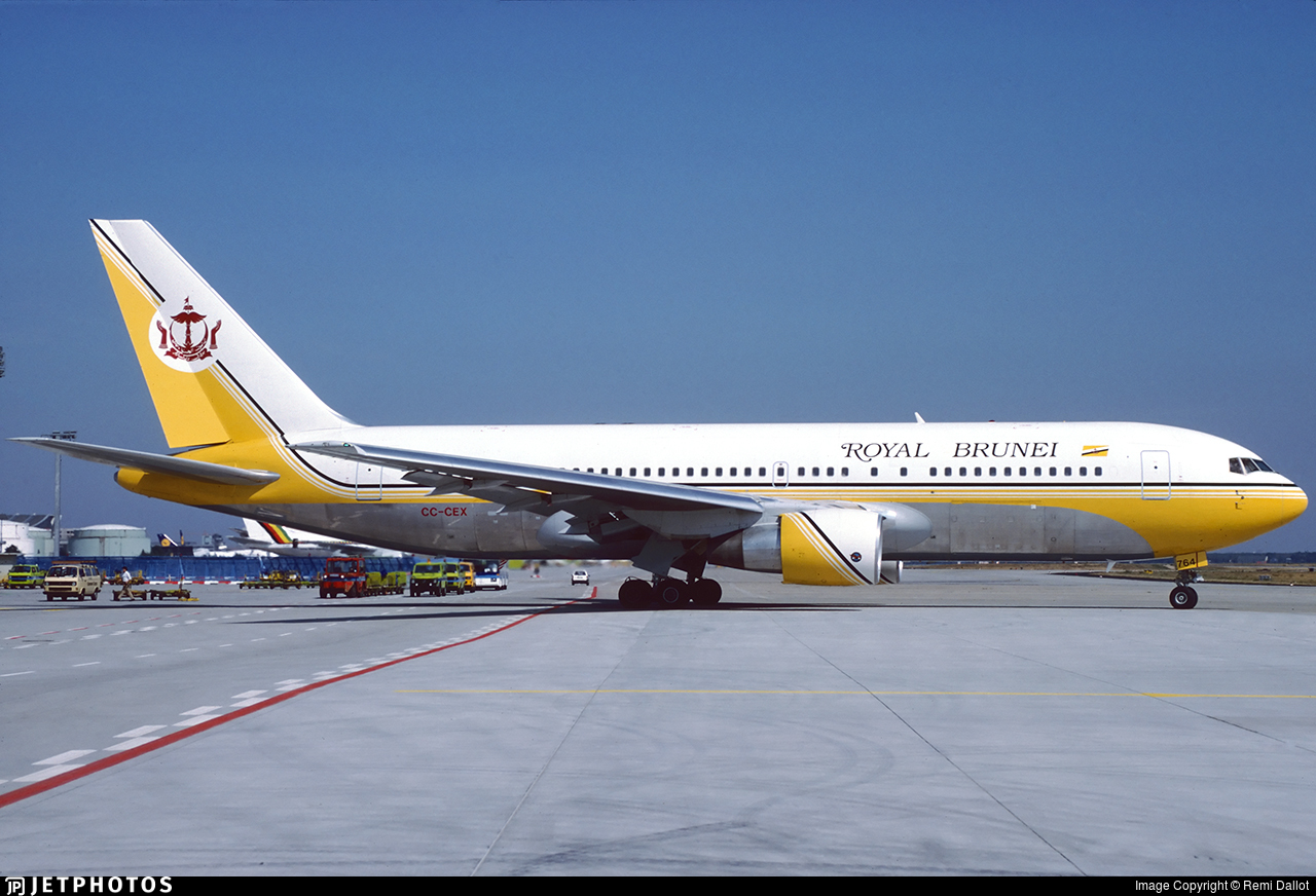 CC-CEX - Boeing 767-284(ER) - Royal Brunei Airlines