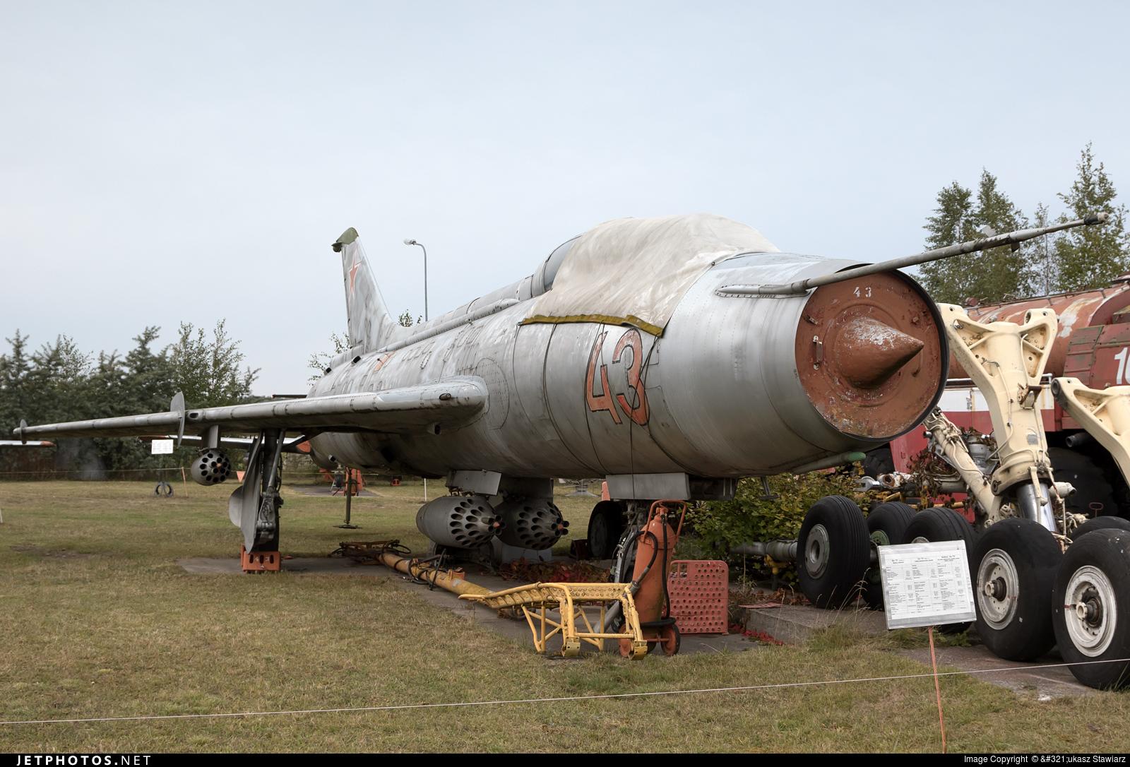 43 - Sukhoi Su-7U Moujik - Russia - Air Force