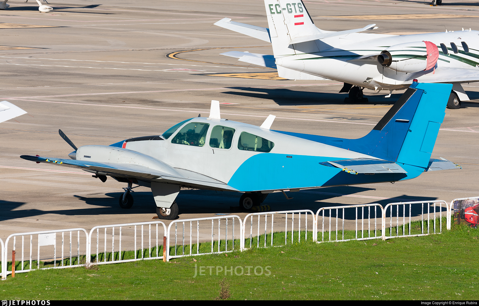 E.20-7 - Beechcraft 95-B55 Baron - Private