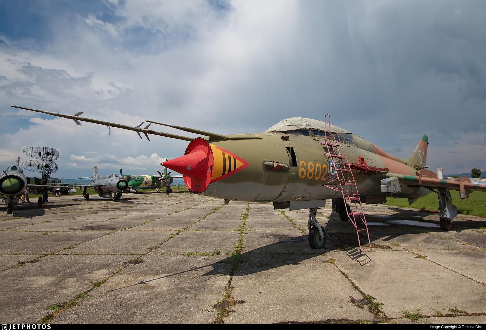 6802 - Sukhoi Su-22UM Fitter - Slovakia - Air Force