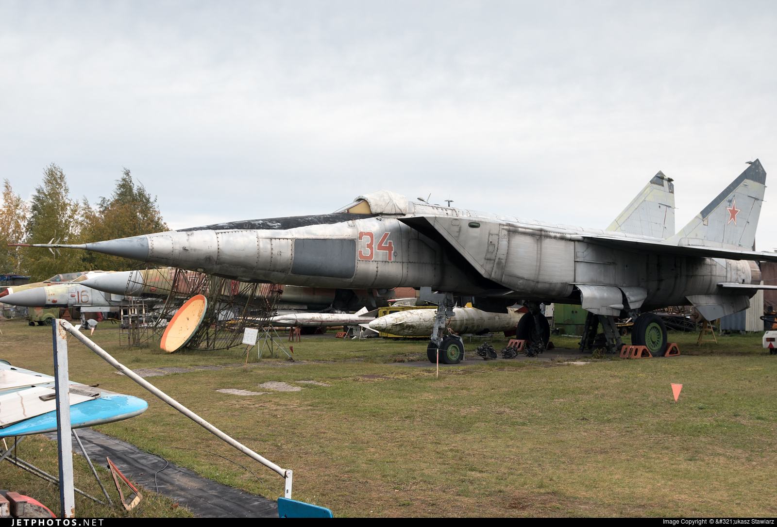 34 - Mikoyan-Gurevich MiG-25 Foxbat - Russia - Air Force