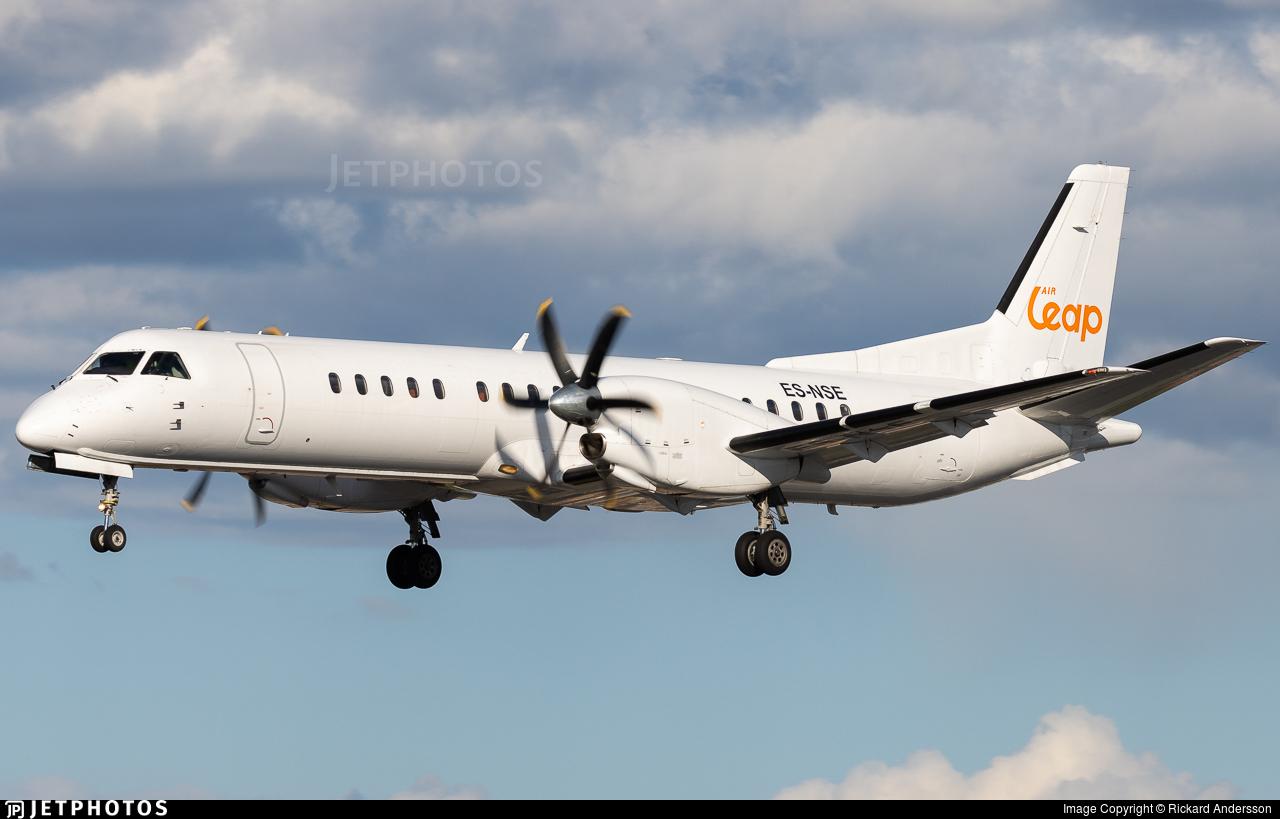 Enter Air Boeing B737-800