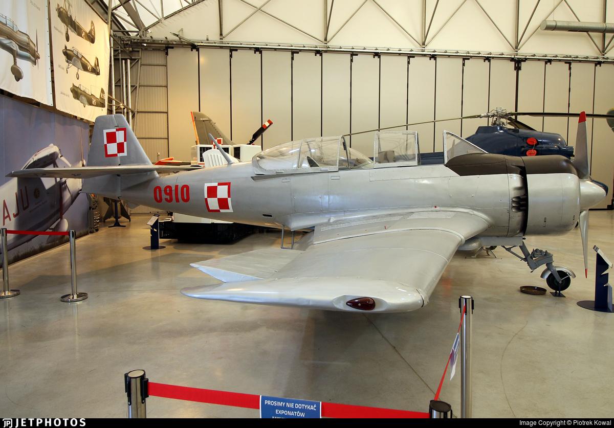 0910 - PZL-Mielec TS-8 Bies - Poland - Air Force