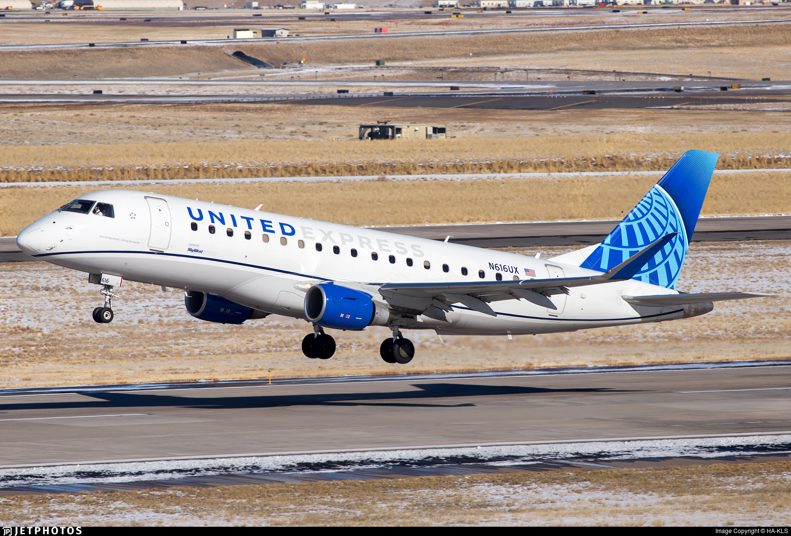 N616UX - Embraer 170-200LL - United Express (SkyWest Airlines)