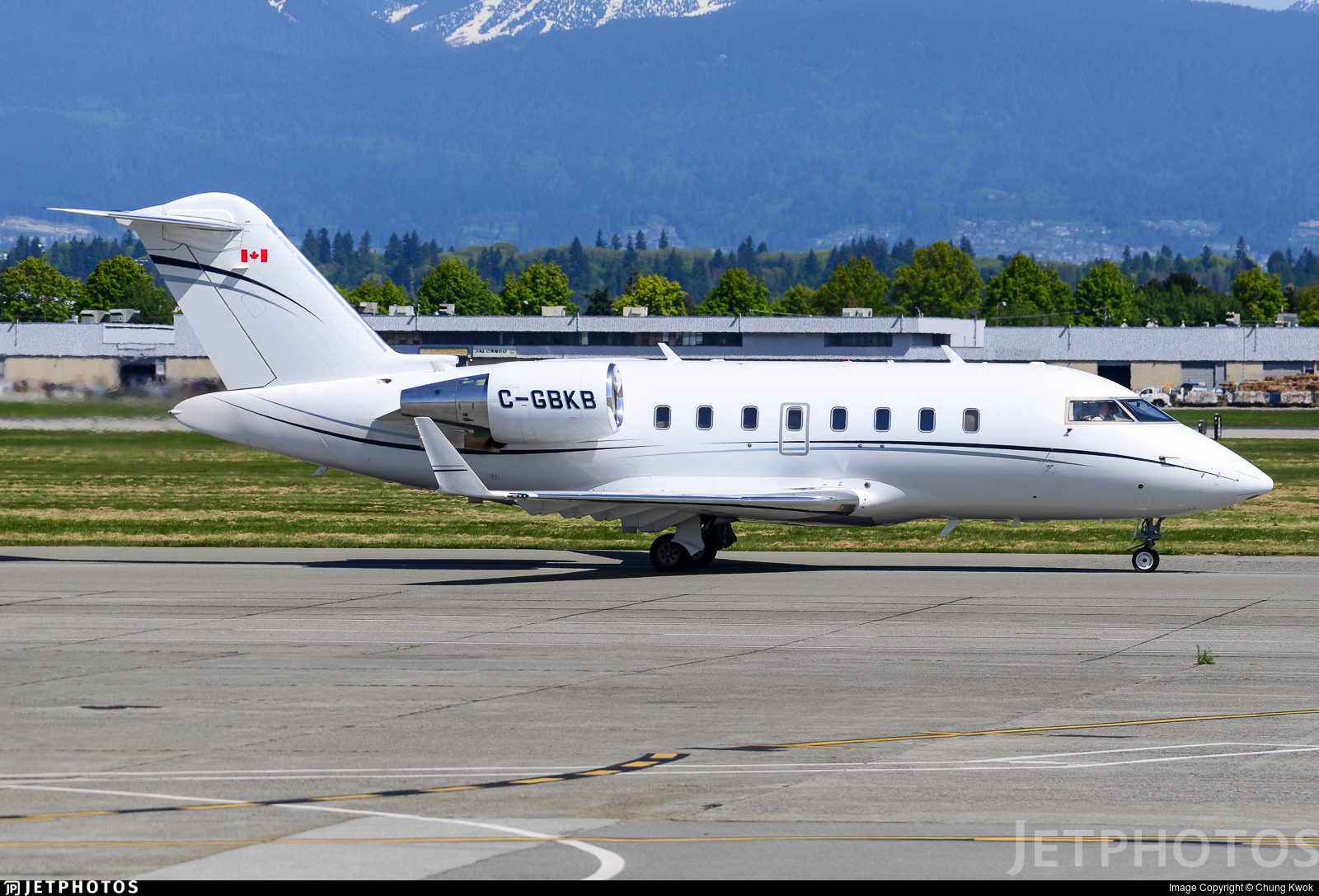 C-GBKB - Bombardier CL-600-2B16 Challenger 605 - Private
