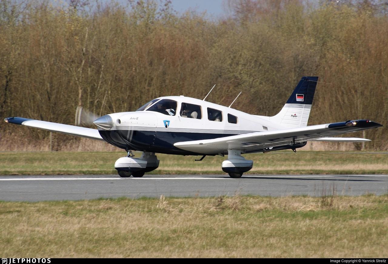 D-EZAS - Piper PA-28-181 Archer III - Private