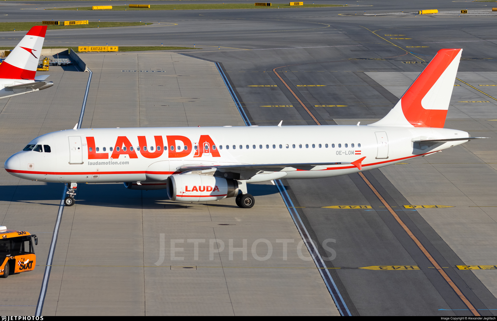 OE-LOM - Airbus A320-232 - LaudaMotion