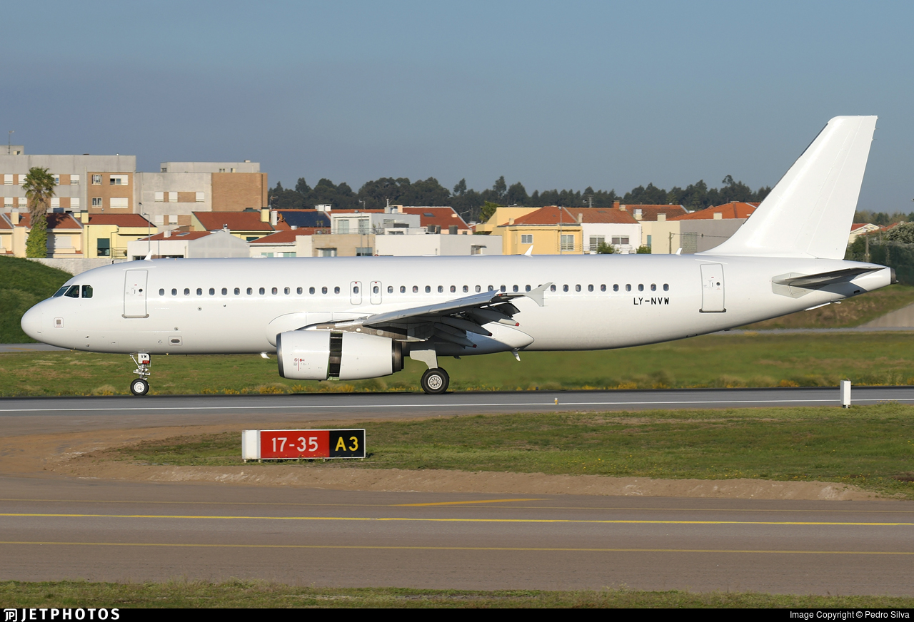LY-NVW - Airbus A320-232 - Avion Express