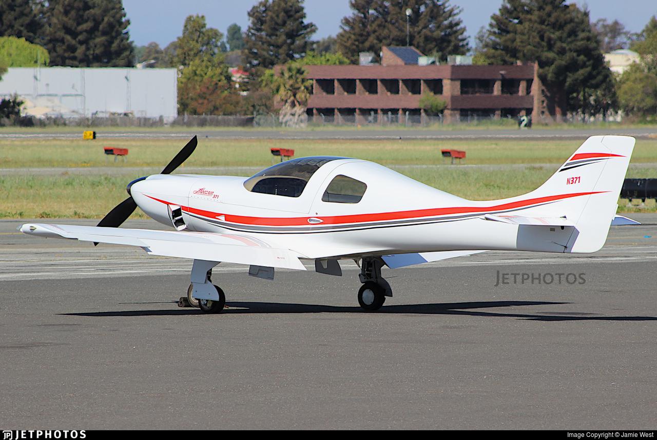 N371 - Lancair 320 - Private